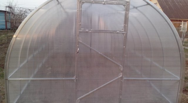 Теплица Слава МКС: парник из поликарбоната Люкс сп, открывающаяся крыша домиком, отзывы о сдвижных, Фермер