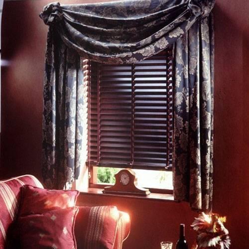 Вертикальные жалюзи: фото тканевых интерьере, красивые шторы в квартире, горизонтальные ламели на окно